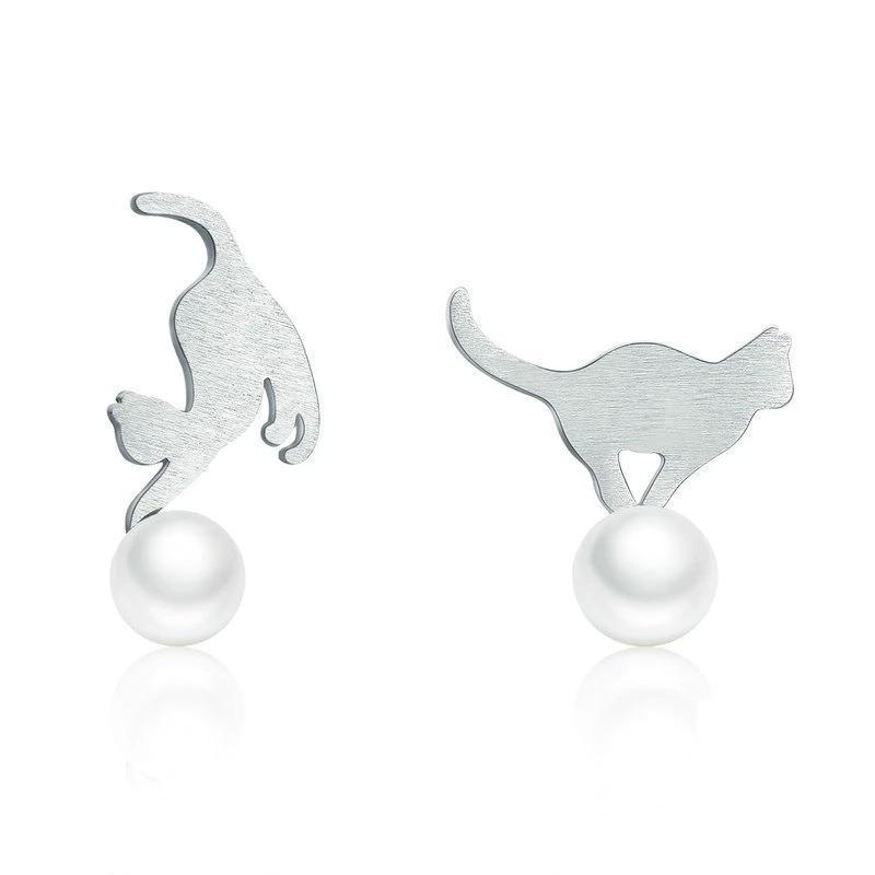 Boucles d'oreilles chatons jouant avec une perle 1