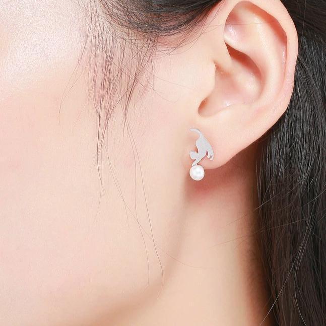 Boucles d'oreilles chatons jouant avec une perle 2
