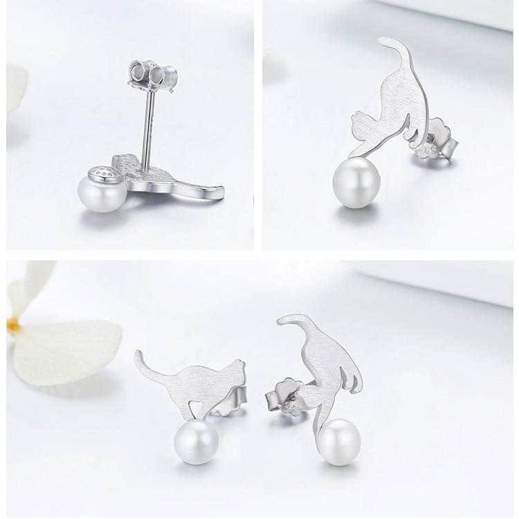 Boucles d'oreilles chatons jouant avec une perle 3