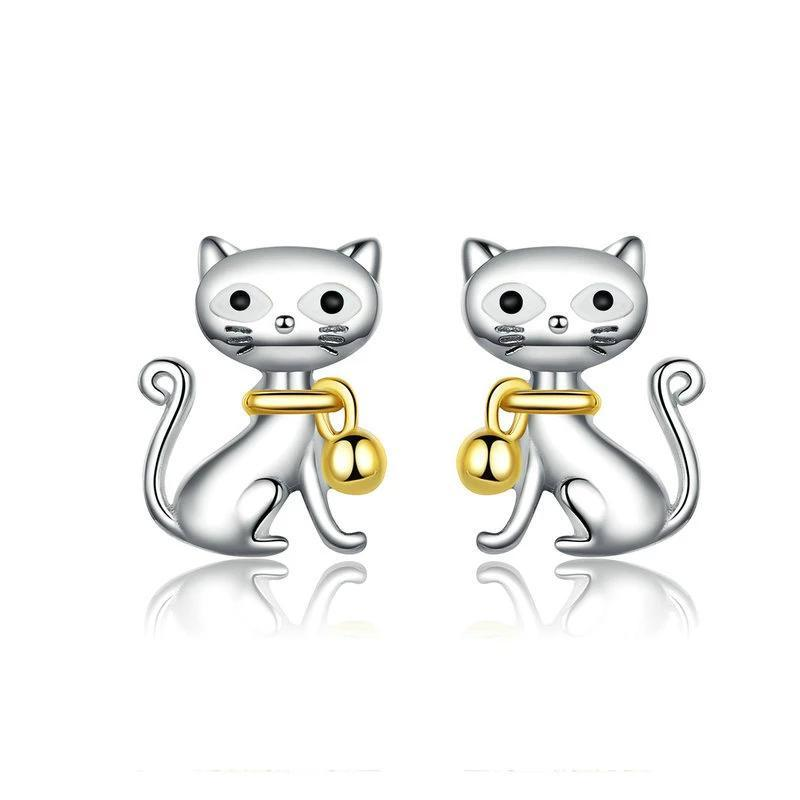 Boucle d'oreille chat avec collier en or 1