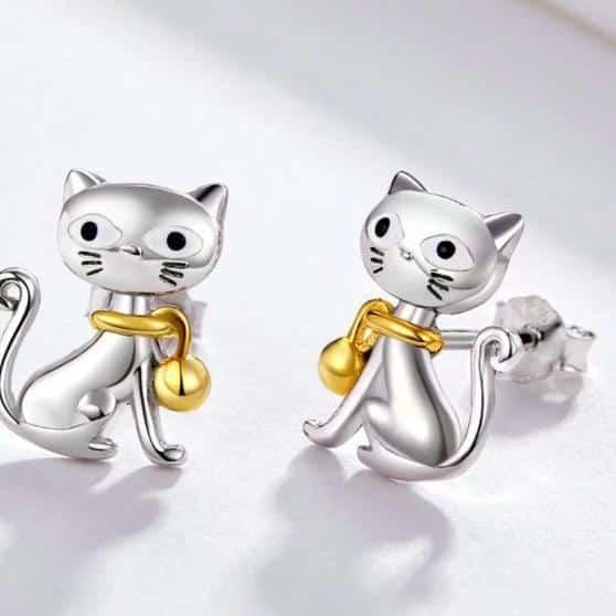 Boucle d'oreille chat avec collier en or 3