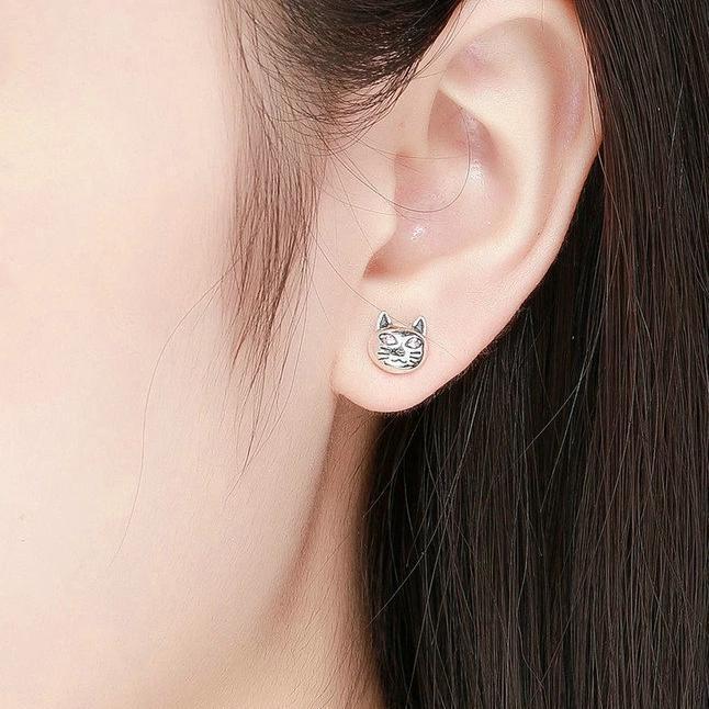 Boucles d'oreilles chat aux yeux perçants 2
