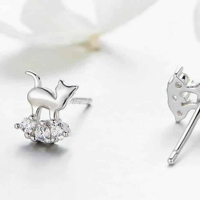 Boucles d'Oreilles Chat sur un petit nuage de cristaux 2